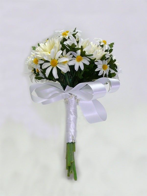 ramo-de-novia-con-margaritas-blancas.jpg (600×800)