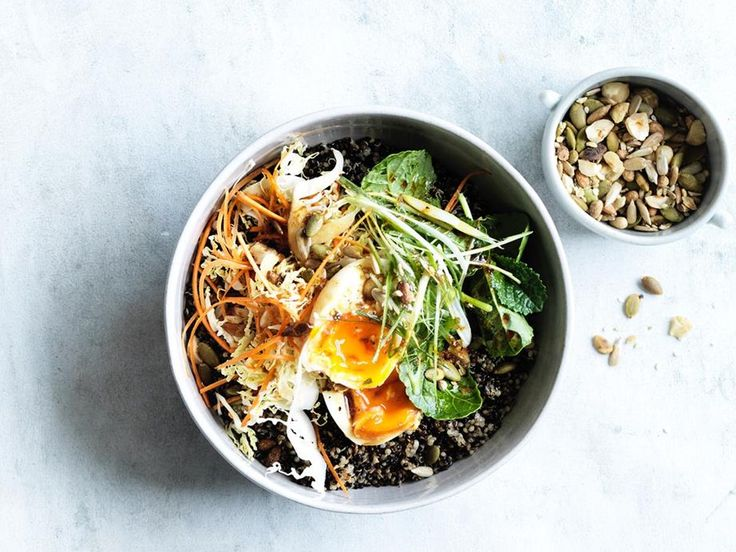 Quinoa breakfast bowl recipe - eat oil in a large saucepan over medium-high heat, add spring onion, ginger and garlic, season to taste and sauté until tender minutes). Quinoa Recipes Easy, Healthy Breakfast Recipes, Healthy Cooking, Gourmet Recipes, Healthy Recipes, Healthy Breakfasts, Brunch Recipes, Breakfast Ideas, Healthy Meals