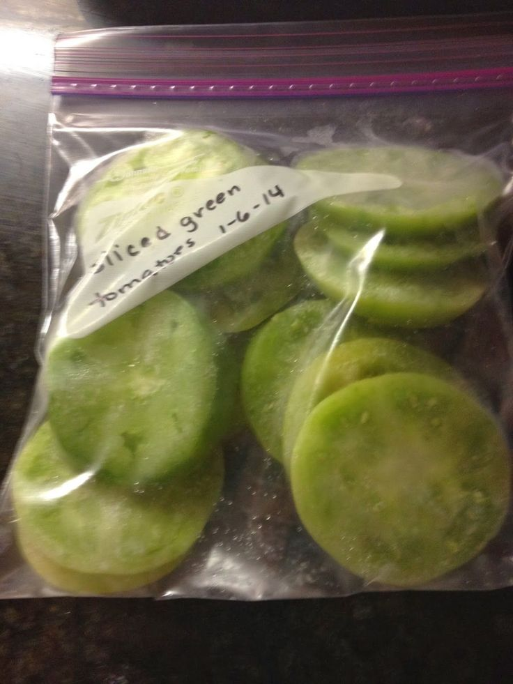 Living at My Farmhouse: Freezing Green Tomatoes.  For fried green tomstoes in winter.  Do not thaw before frying.