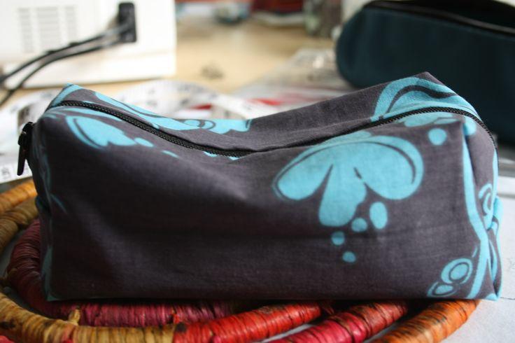 zipper pouch, done with this tutorial https://www.youtube.com/watch?v=m-SsfnXbVrc