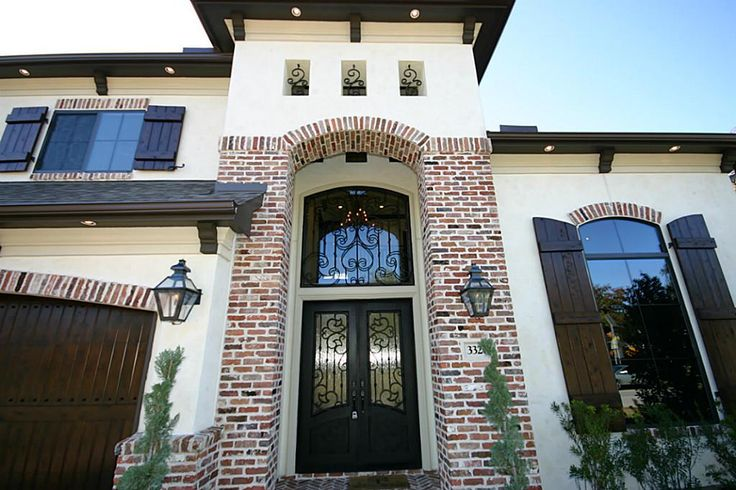 Stucco with brick accent house remodel ideas pinterest for Stucco homes with stone accents