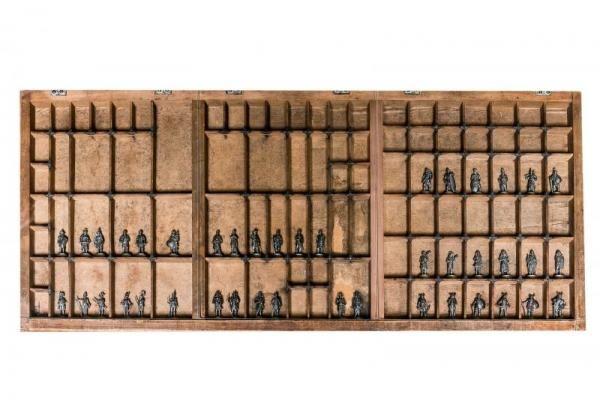 Falikép nyomdász betűtartóból, ónkatonákkal