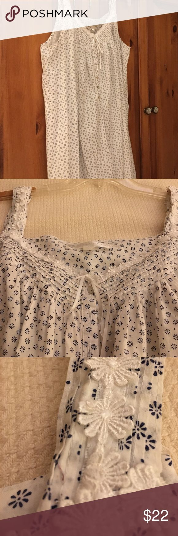 Eileen West long cotton nightgown. Size L. Eileen West long cotton nightgown. Navy daisy print on white ground. Daisy chain lace trim at neckline and shoulder straps. Size L. Eileen West Intimates & Sleepwear Chemises & Slips