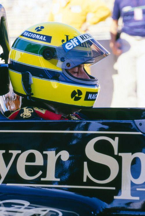 Ayrton Senna / Lotus-Renault on the starting grid.