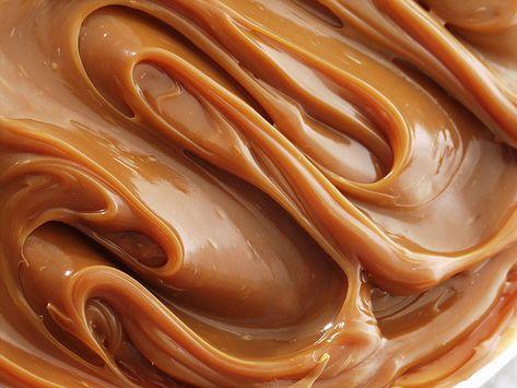 crema al caramello mou La salsa al caramello tipo mou è una delle cose più semplici e sicuramente tra le più buone in pasticceria, così buona che potrebbe creare dipendenza. Se vi siete mai chiesti...