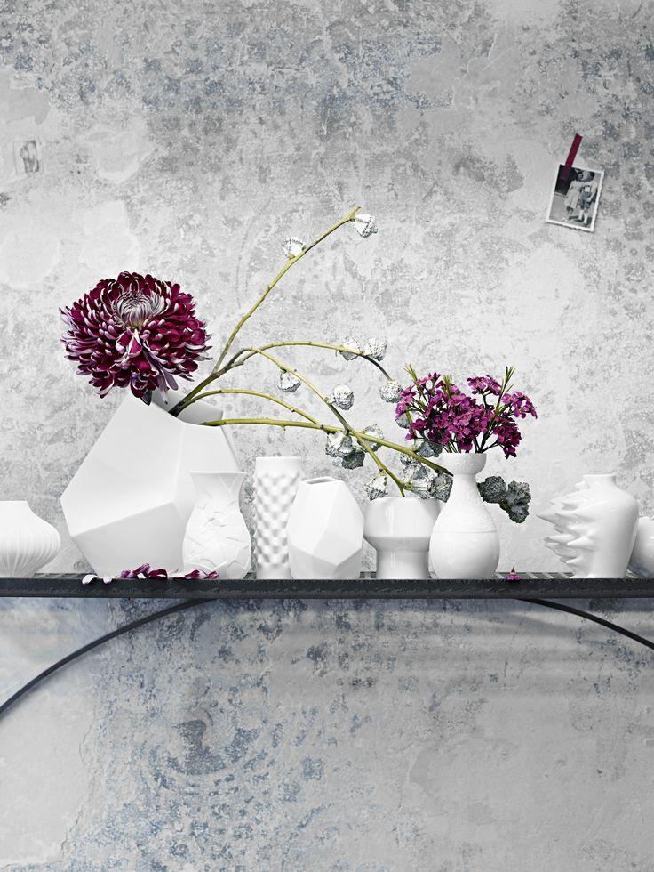 Znane i cenione wzory wazonów dostępne są także w wersji miniaturowej. Doskonale nadają się do aranżacji z drobnych kwiatów. Wyeksponowane pojedynczo i w grupie urzekają delikatnością.  http://sklep.rosenthal.pl/category/mini-wazony