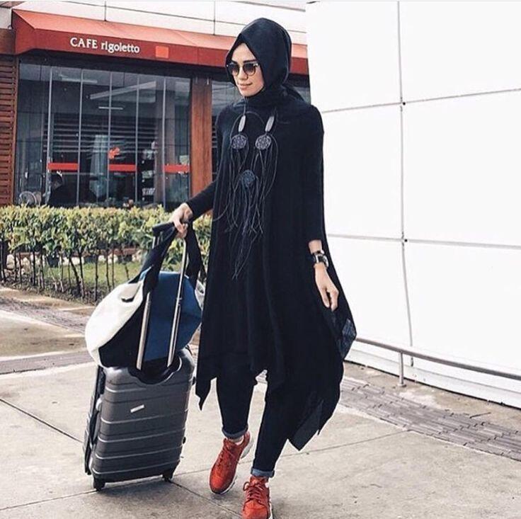 Bir açıklama ekleyinUçuş,salaş tuniğimiz Beden aralığı 36-40 Fiyat ve işetişim içim whatsap 0539 473 43 27.. #yeni #sezon #saadet_butik #kombin #new #season #moda #tasarım #türkiye #istanbul #hijabfashion #hijabstyle #abiye #kadın #giyim #scarf #ipekevi #instegrammoda #style #nyfw  #romance #elegant #highfashion #black