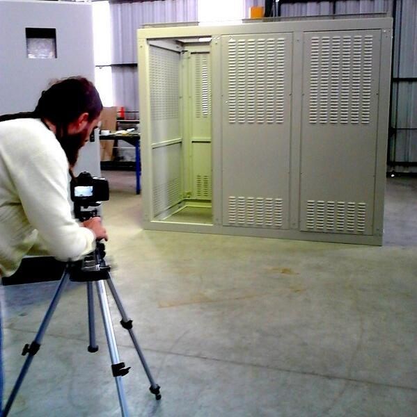 #MiércolesdeGabinetes Filmamos para nuestro proximo video. Gabinetes Eléctricos en escena.