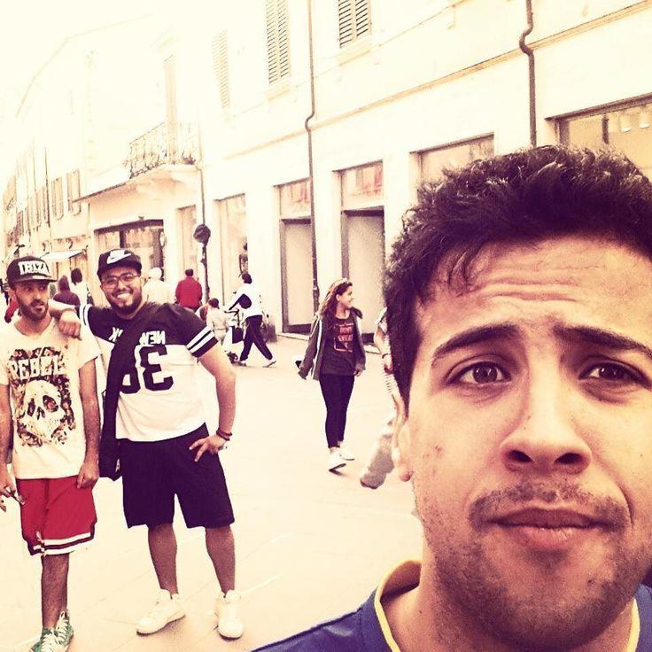 Tipi da spiaggia :-D #friend #amici #mare #tipidaspiaggia #parco #sole #goodtimes #vivielasciavivere #cool #instalike#instalife#instadailyphoto #mensfashion #instagram #lol #instagood #tunisianboy  #rimini #italy by blackmued