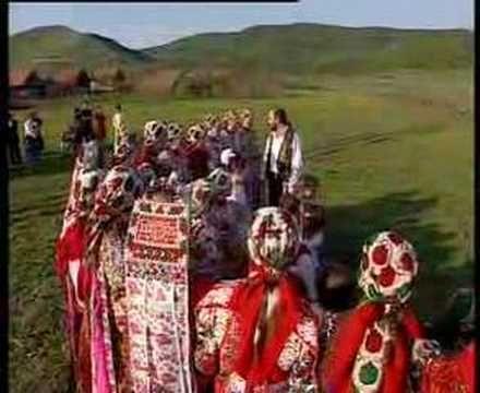 """""""Erdélyország az én hazám"""" fesztivál Verőce (Dunakanyar) 2009. http://erdelyhon.hu Hargitai fecskemadár hosszú útra készül, Nem hagyja el kicsiny fészkét kön..."""