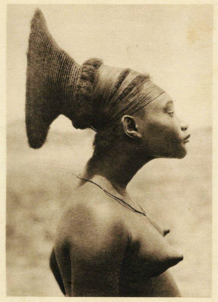1930s Congo - Mangbetu Chief's wife
