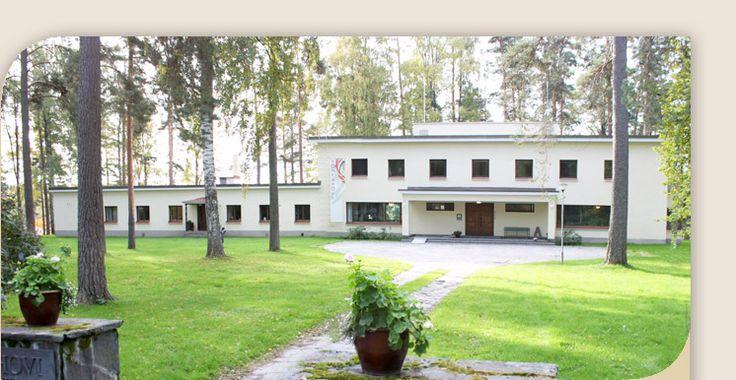 Mäntän Klubin ylläpitämä ArtHotel Honkahovi tarjoaa tasokkaita taidenäyttelyjä ja majoituspalvelua.