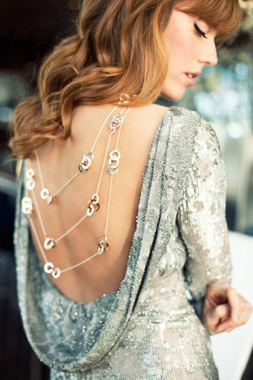 <3Fashion Style, Backless Dresses, Silver, Necklaces, Fashion Editorial, Aodai, Open Back, Tiffany Necklace, Back Details