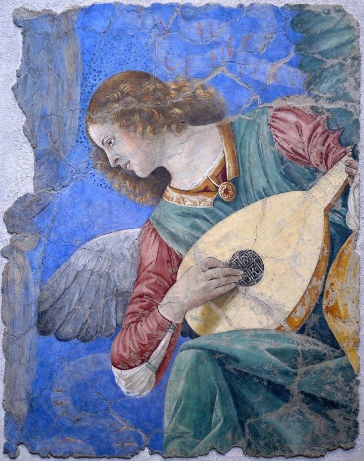 Allo specchio il volto è fermo, / la figura si incammina / le spalle distintamente / si riconoscono. /   L'angelo è comparso più nitido / nel contorno, volge il capo / osserva la stanza, rientra; / non riflette l'ombra, / accenna tre passi / alla luce socchiusa degli sguardi. - Roberto Capuzzo