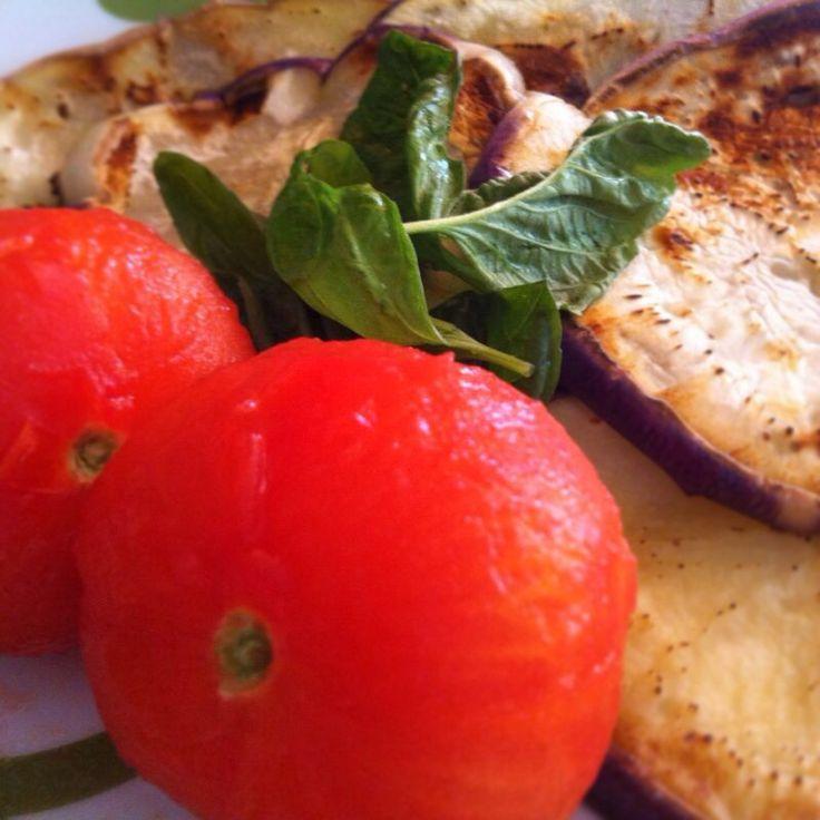 #Pasta alla #norma #workInProgress. Oggi in casa #Ricettelastminute si mangia presto! Voi cosa preparerete di buono? #instaphoto #instacool #me #love #food #instagram #ingredients #melanzane #basilico #pomodori #instapic #instafood #instagood #italia #italy #sicilia #sicily #catania #photooftheday