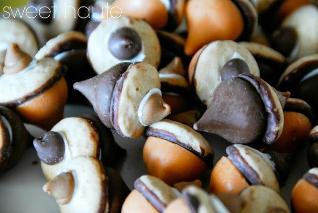 Acorn Cookies.  How adorable are these?  And so easy!  #thanksgiving #recipe