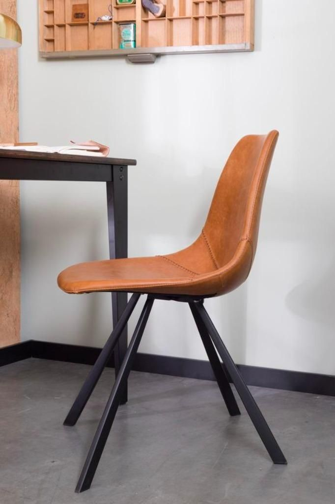 Aanbieding | franky stoel dutchbone | gratis levering | geen aanbetaling | zwart of cognac franky is een stoer en slanke bar-, eetkamerstoel. Franky is gestoffeerd met pu-leer en is verkrijgbaar met