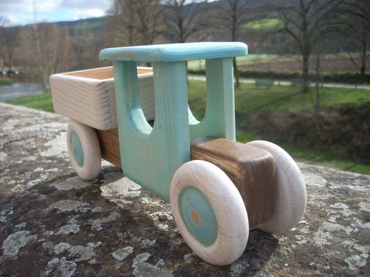 Jouet en bois:petit camion pour enfant à partir de quatre ans : Jeux, jouets par le-petit-herisson