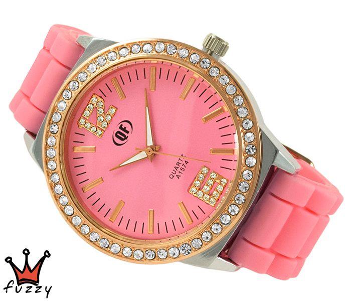 Γυναικείο ρολόι, με κάσα σε ροζ χρυσό και ασημί, στολισμένο με στρας περιμετρικά και ροζ/ροζ χρυσό χρώμα στο εσωτερικό του.  Λουράκι σε ροζ χρώμα από σιλικόνη. Διάμετρος καντράν 44 mm.