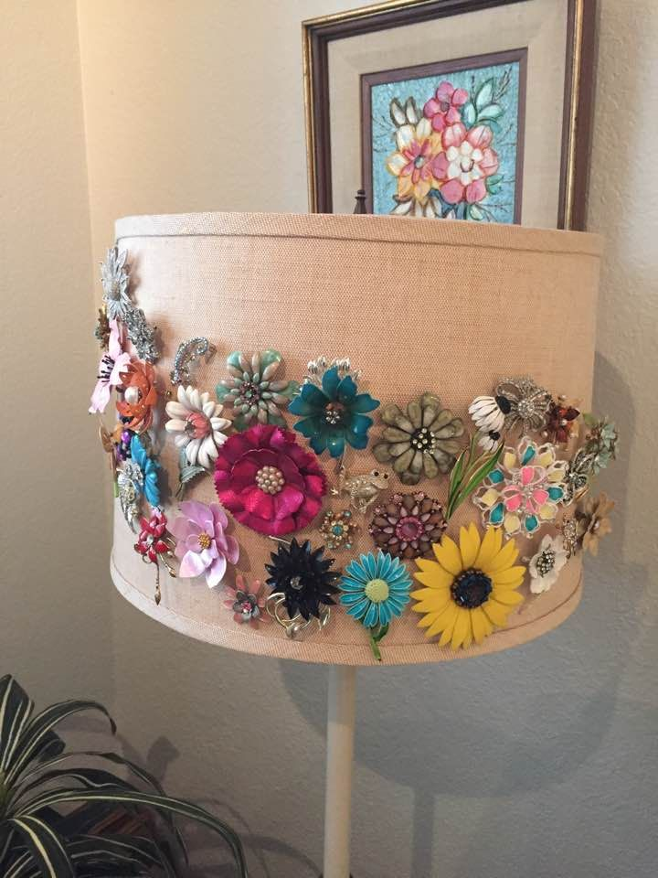 Lovely way to display pins. #jewellerydisplay