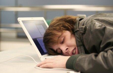 Co robią pracownicy na służbowych komputerach?