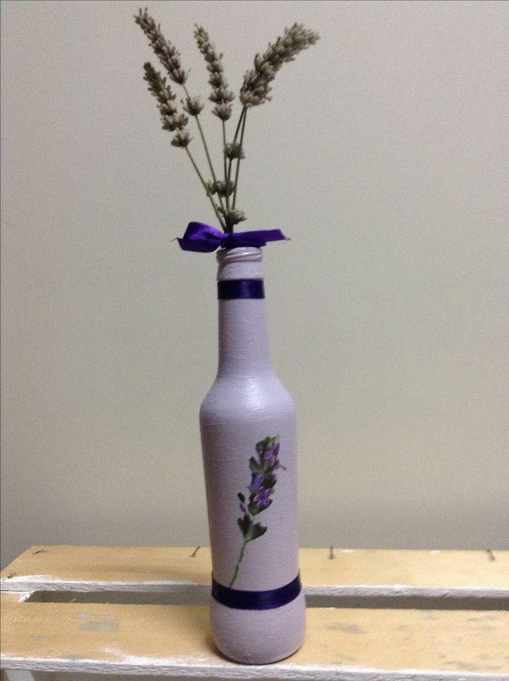 """Piccola bottiglia bibita in Vintage Paint French Lavender, decoupage, nastro e mazzetto di """"lavender""""!!"""