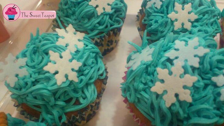 Cupcakes de menta con copitos de fondant.