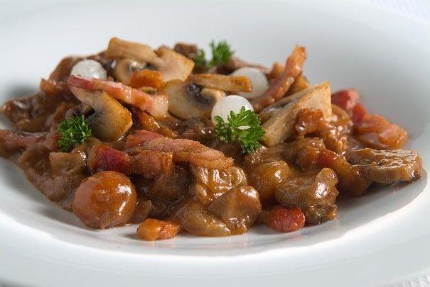 Toevoegen aan mijn receptenDeze wild stoofpot is een heerlijk gerecht waarin je de smaak van wild echt goed proeft. Het kost wat meer tijd, maar het is het dubbel en dwars waard. Tip: Erg lekker met wat aardappelpuree.