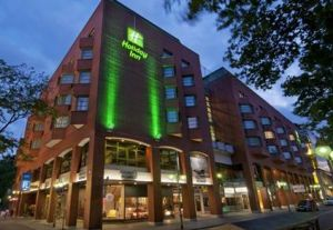 Holiday Inn Mannheim City Centre:  This modern 4-star hotel is just a short walk from the Mannheim Palace.  http://www.mannheim-hotel.com/holiday-inn-mannheim-city-centre/