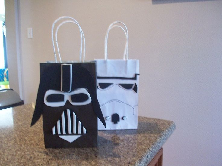 favor bag inspiration- Get Green (yoda), silver (r2d2), black (darth vader), white (stormtrooper) hand draw a cute little character on bag with black sharpie~ silver/gold with darth