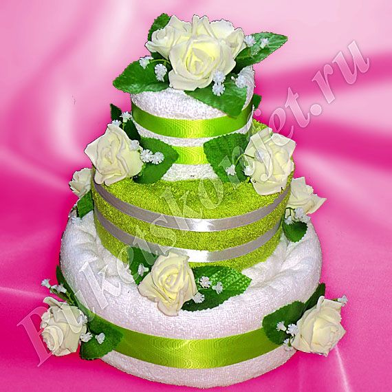 Торт из полотенец  Состав: 4 полотенца 100*150 см, 50*90 см, 35*70см (2 шт.).  Высота: 30 см.  В упаковке - 58 см.  Цена: 1 500 руб.
