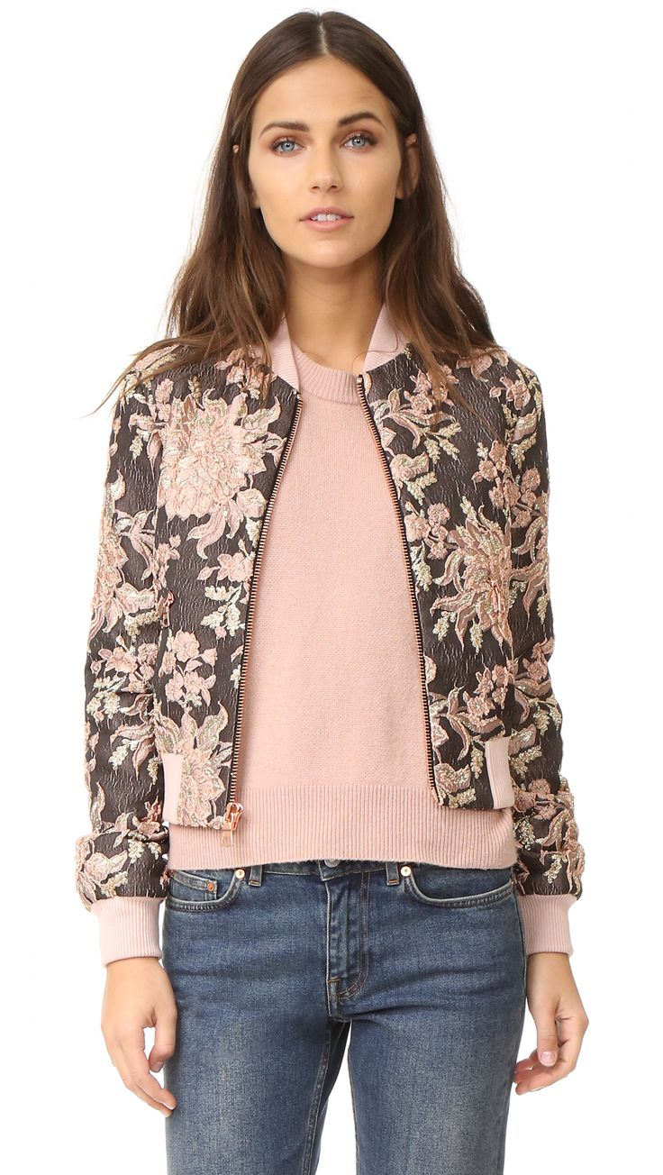 ¡Cómpralo ya!. Alice + Olivia Lonnie Cropped Bomber Jacket - Dusty Rose Multi. Raised strands and lamé sections bring texture and shine to this floral alice + olivia bomber jacket. Rose gold tone zips fasten the placket and pockets. Ribbed edges. Long sleeves. Lined. Fabric: Metallic, textured jacquard. Shell: 95% polyester/5% nylon. Trim: 100% cotton. Lining: 96% polyester/4% elastane. Dry clean. Imported, China. Measurements Length: 20.5in / 52cm, from shoulder Measurements from size S…