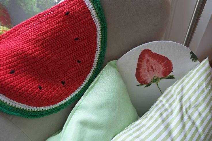 Anguria, menta e gelsomino: pre-collezione estiva 2014 #Centrotavola #Milano. Tovaglietta all'americana all'uncinetto a forma di fetta d'anguria. Watermelon placemat crochet.