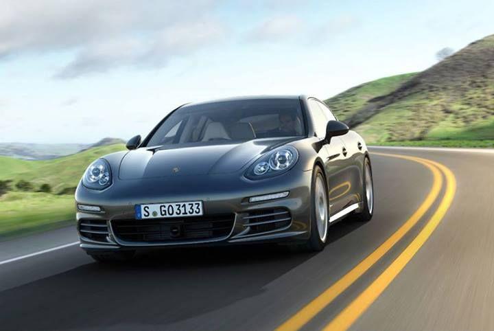 15 santimetre daha uzun aks mesafesiyle Panamera Executive daha geniş arka oturma alanı ve daha iyi sürüş konforu sunuyor.   http://www.tasit.com/oto-bilgileri/oto-haberleri/porsche-panamera-executive.html
