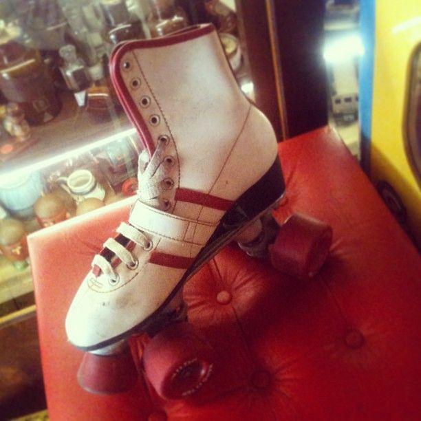 #Roller #skates originais da #Hang Ten (EUA), #patins de #couro, tamanho 36, década de #1970 (R$ 450). (at Antiquário XIII)