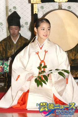 巫女 Miko (Shrine Maiden)