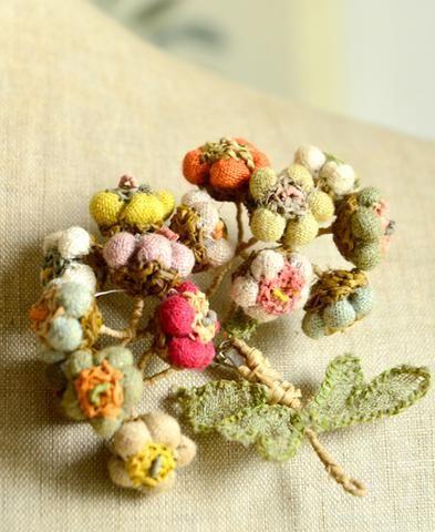 Sophie Digard / alpine raffia brooch (BALPINER/GM/FLAX/AGRUM) by Sophie Digard…