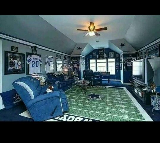 5 Must Haves For Creating The Ultimate Basement Home Theater: Dallas Cowboys Man Cave