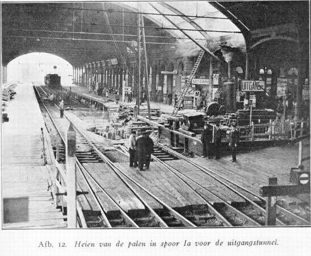 station Rotterdam Centraal Uit Spoor en Tramwegen. Bouw tunnel.