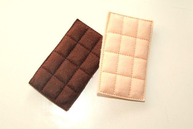 Hier gibt's 1 Tafel Schokolade für den Kaufladen.  Die Schokolade ist in einem kleinen Tütchen verpackt.  Bitte geben sie nach dem Kauf an, welche Schokolade sie möchten.  Weiße Schokolade...