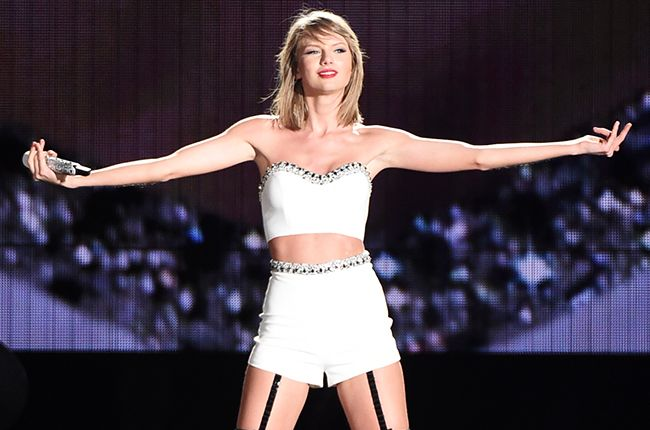 Billboard - Watch Taylor Swift Bring Out Rachel Platten for 'Fight Song' in Philadelphia