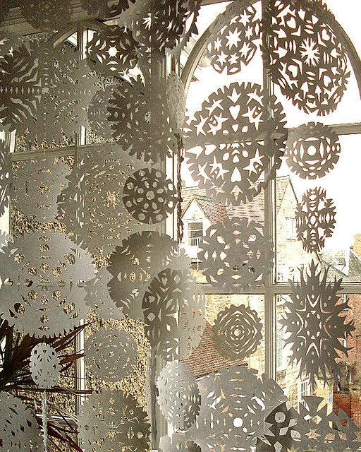 -: Curtains, Window Display, Idea, Doilies, Winter Wonderland, Paper Snowflakes, Christmas Window, Diy Christmas