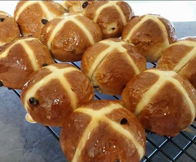 Recipe HOT CROSS BUNS (12 PACK) by lailahrosebowie1993 - Recipe of category Breads & rolls