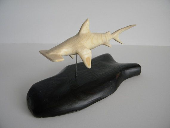 Talladas a mano madera de tiburón martillo y la base, la escultura/la decoración casera