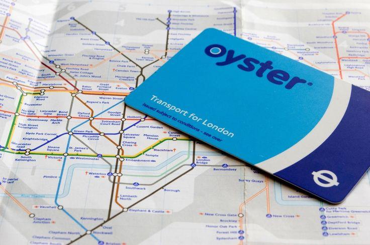 Pour éviter de se ruiner en transports, la capitale britannique propose l'Oyster Card, un pass permettant de voyager à prix réduits dans tous les transports publics de Londres tels le métro, le bus, et les trains. Mode d'emploi.