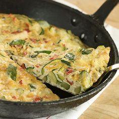 Una receta fácil y muy rápida para niños: Tortilla de calabacín, tomate y queso
