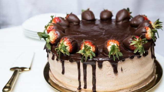 Strawberry Chocolate Cake | Mom's Dish