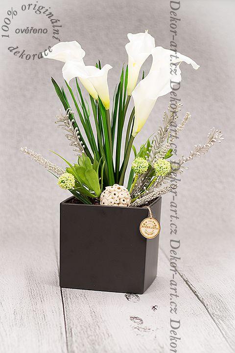 Luxusní ozdobný květinový dekorativní prvek určený do interiéru.