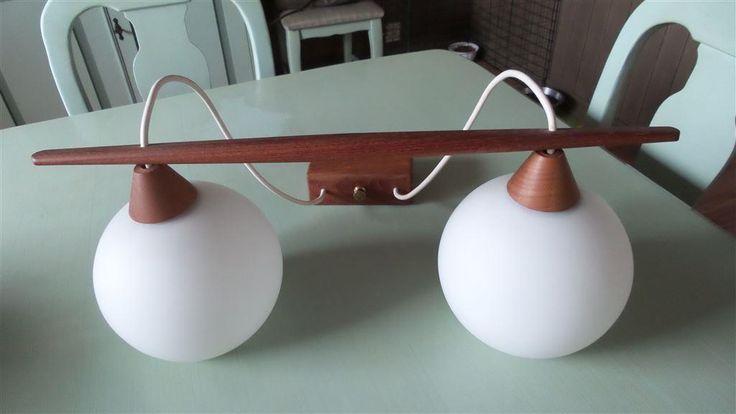 Läcker Retro taklampa teak kupor i opalglas lampa 50-60-tal vintage