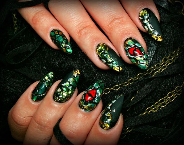 Nail art, nail design, nail inspiration, black, green nails